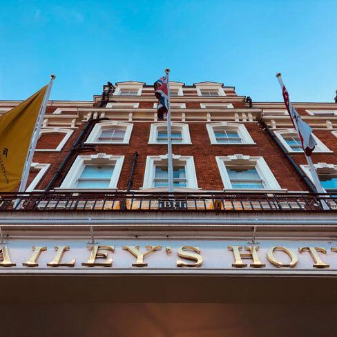 Aussenansicht des Baileys Hotels in London