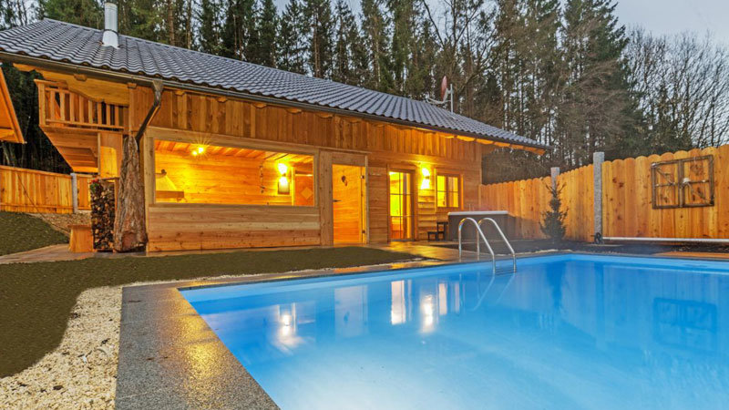 Bayern-Chalets.Aussenpool_yp5_ruperti_hotels.Bild.Bayern-Chalets.quer