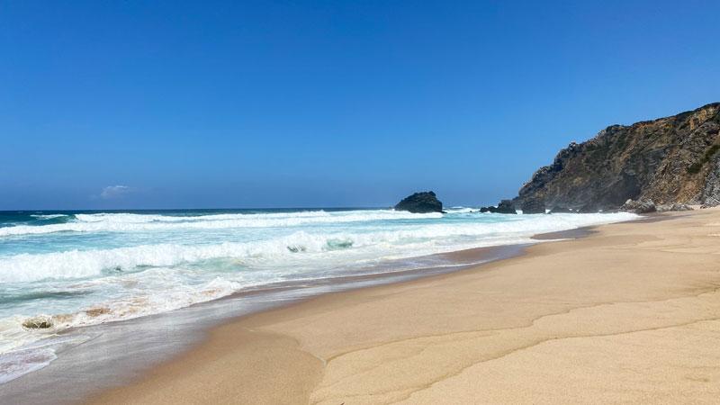 Beach-Adraga-bei-Sintra Foto: © Andrea Fischer, Trips4Kids.de