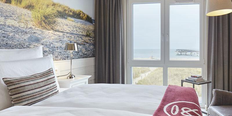 Beach Motel Heiligenhafen, Boxspringbett mit Aussicht; Bild@Andrea Flak