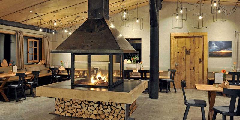 Bergdorf Liebesgruen, Restaurant mit Kamin Bild@Liebesgruen