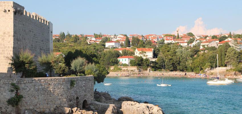 Einfahrt in die Bucht zum Nationalpark Kornati in Kroatien auf der Blauen Reise