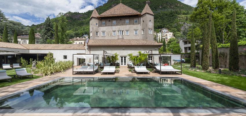 Castel Hoertenberg Aussenansicht mit Pool