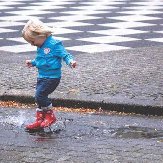 child-fun-jump Bild P&C