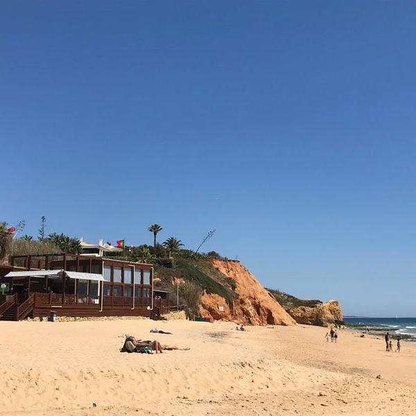 Strand mit Bude Club Med Da Balaia