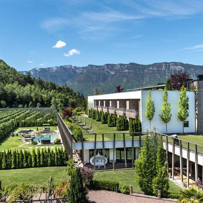Gartenhotel_Moser_Aussenansicht_mit_Anbau_- Familienhotels Südtirol