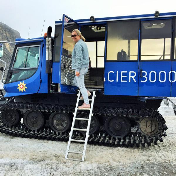 Glacier3000-Fahrt mit der Pistenraupe-Snowbus Foto: Andrea Fischer