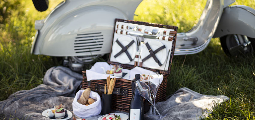 Gourmet-Picknick_mit_Vespa.Bild.Quellenhof_Luxury_Resort_Lazise
