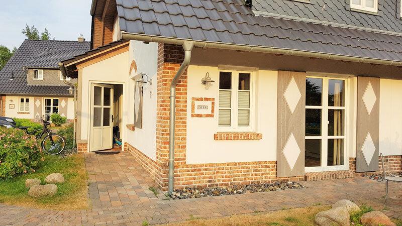 Villa & Gutshofhäuser Pendorf Rügen, Eingang Haus Nils ©Aline Scheuböck