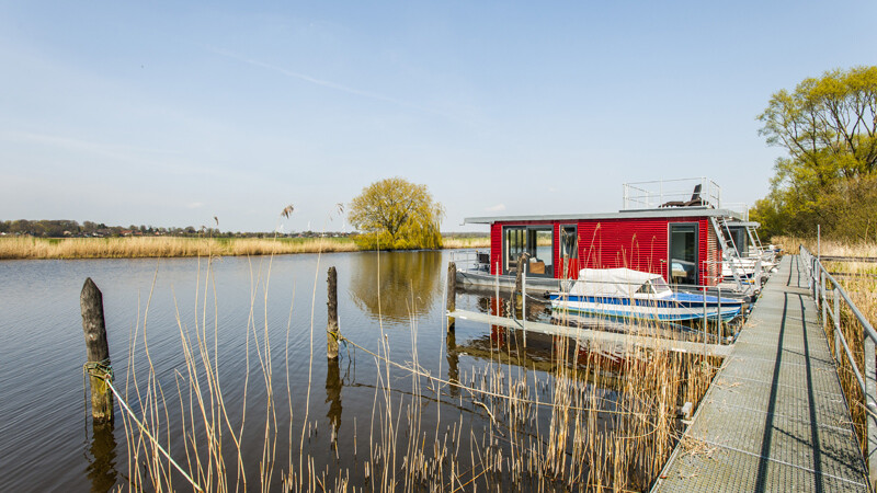 Hausboot-an-der-Eider