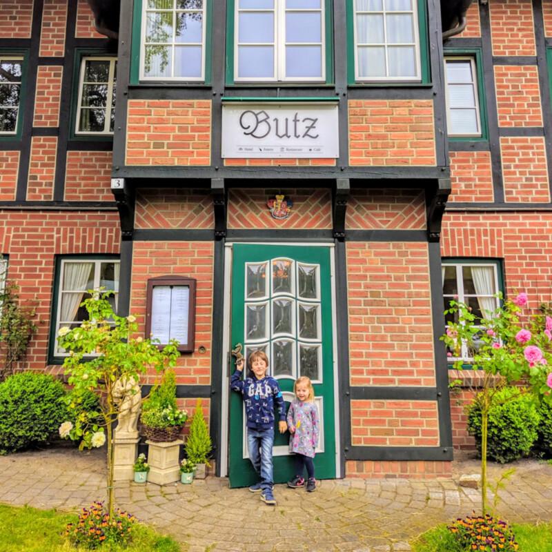 Hotel-Butz-01-aussen-mit-Kids Foto: Thomas Weiss