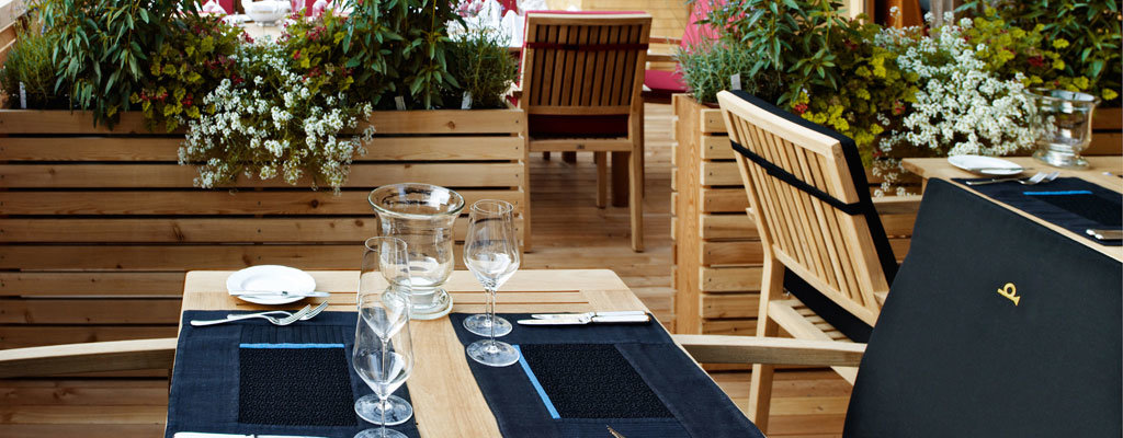 Hotel Post in Bezau - Terrasse im Sommer