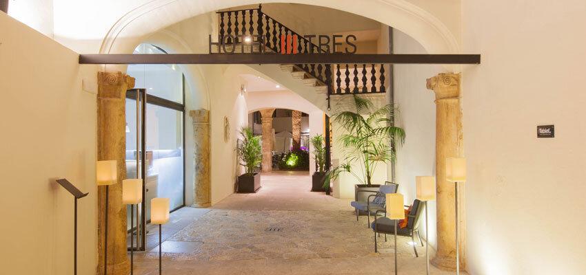 Eingang im Hotel Tres in Palma