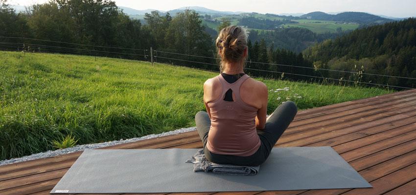 Yoga Retreat auf dem Kleebauer Hof - die Autorin beim Yoga