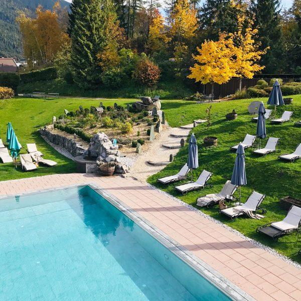 Kloserbraeu Seefeld Garten mit Pool