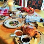 Liebenvoll: Frühstückstisch Foto: AndreaFischer