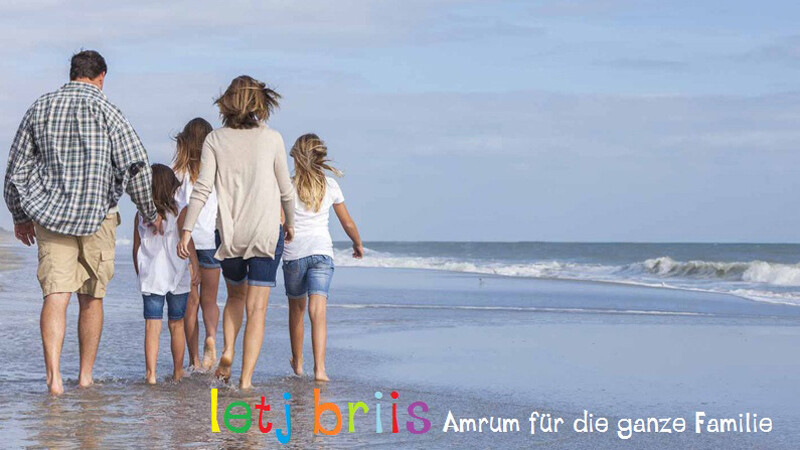 letj briis Familie am Strand