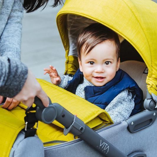 Baby im MY-Junior Kinderwagen
