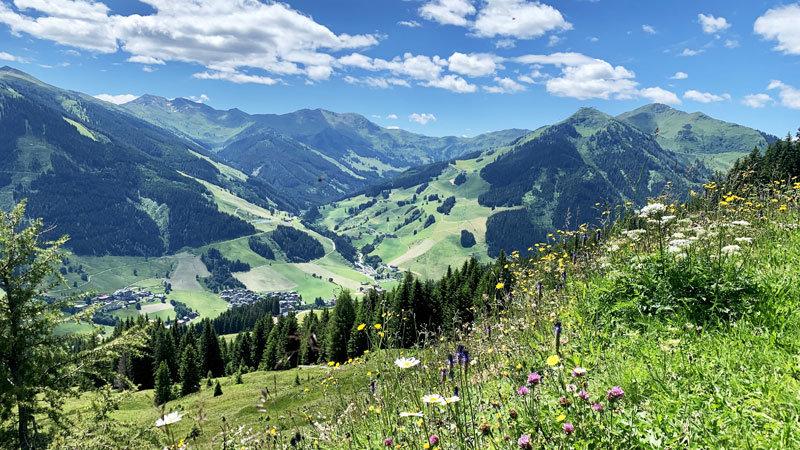 Berg-Panorama Saalbach-Hinterglemm @ Foto: Trips4Kids.de Andrea Fischer