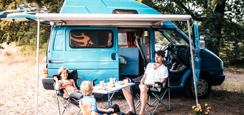 Paul Camper - Familie mit Camper