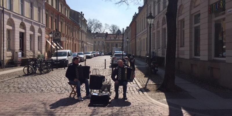 Potsdam_Strassenmusiker im Holländischen Viertel Bild@SMH_Trips4kids.de.quer