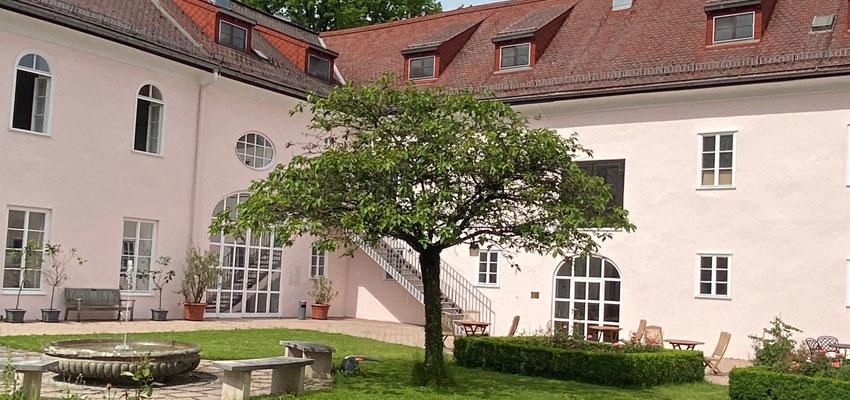 Schloss Leopoldskron Salzburg - Innenhof des Meierhofs