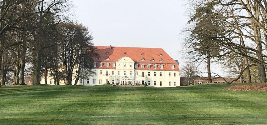 Aussenansicht des Schlosshotels Fleesensee