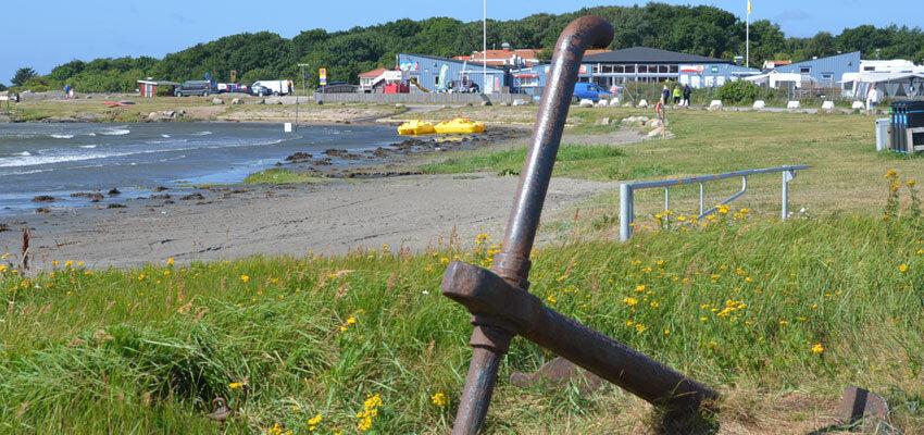 Strand mit Anker Apelviken in Schweden