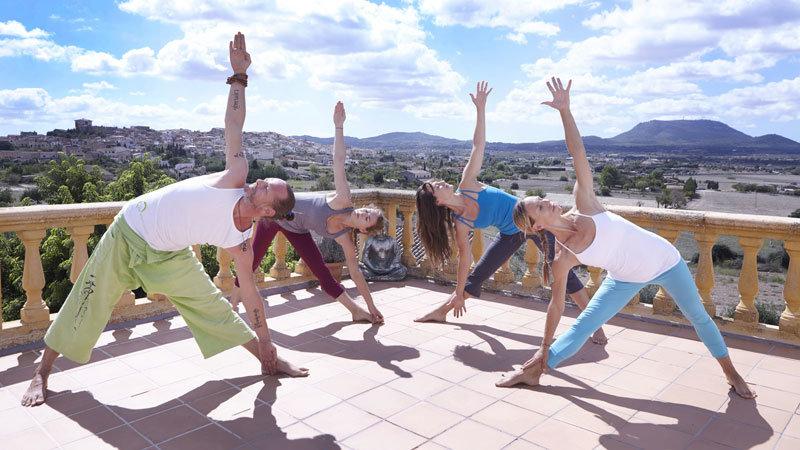 Finca Son Manera - Yoga auf der Terrasse