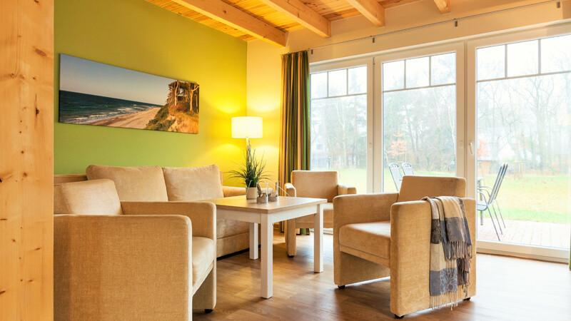 Kueche-Wohnbereich-Ferienhaus Foto ©StrandResort Markgrafenheide