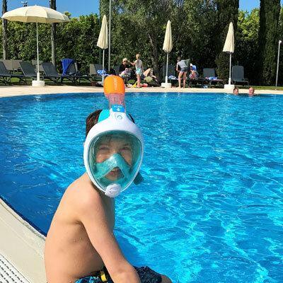 Test Schnorchelmaske am Pool im Robinson Club Apulia