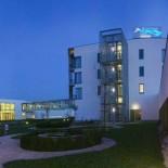Hotel & Spa Therme LAA, Nachtansicht