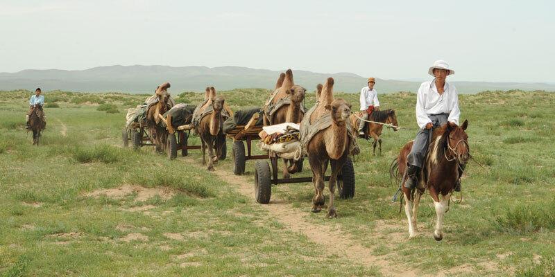 Unforgettable_Journeys_Mongolei_Kameltrekking.Bild@UnforgettableJourneys.quer