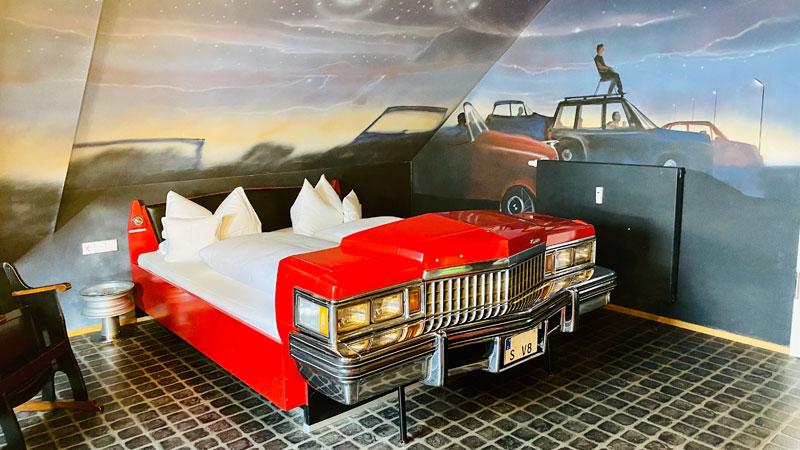 V8-Hotel-Motorworld-Themenzimmer-Cadillac