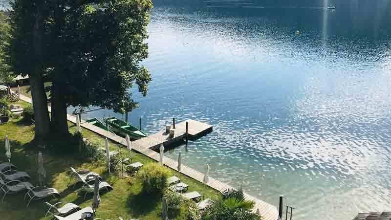 Villa Postillion am See mit Steg und Garten