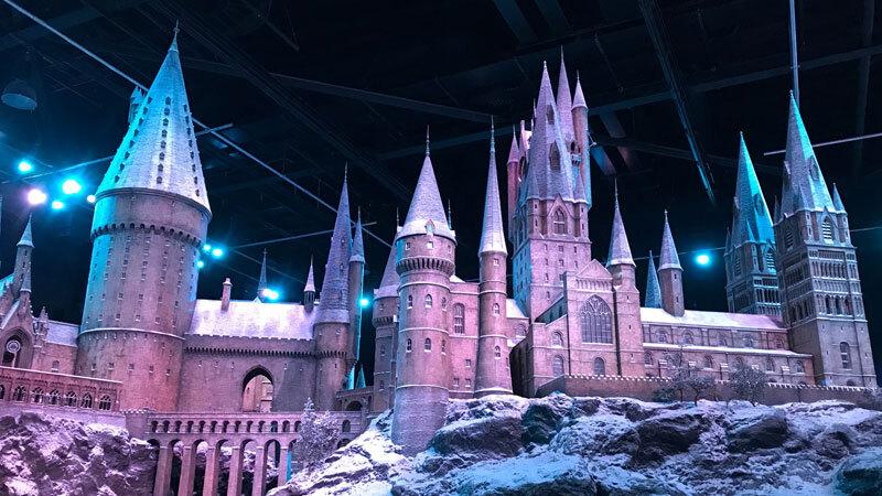 Hogwarts Model im Schnee auf der Warner Bros. Studio Tour