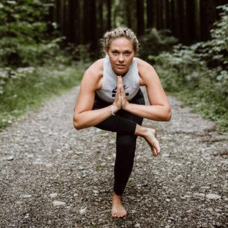 Yoga Glueck Pose