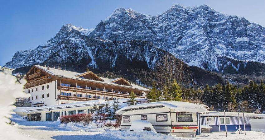 Ausblick vom Zugspitz Resort in die Berge