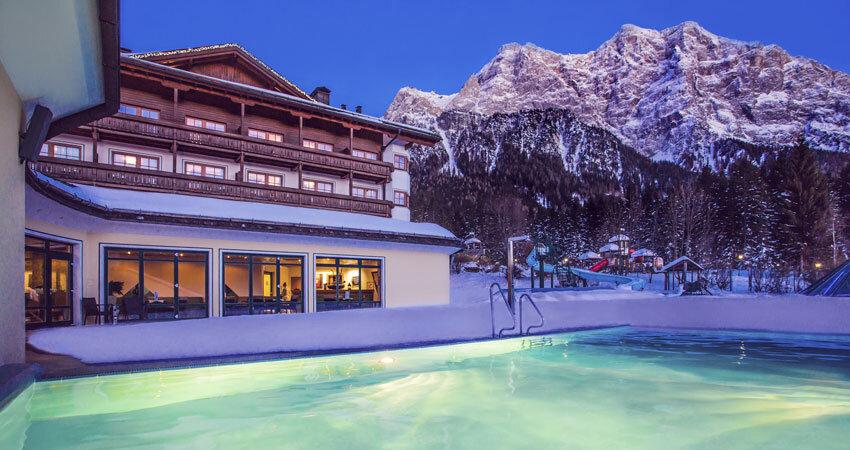 Wellness vor der Bergkulisse des Zugspitz Resorts